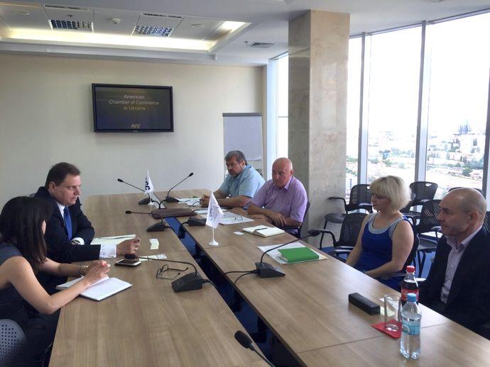 Робоча зустріч членів президії Всеукраїнської спілки виробників будматеріалів з президентом американської торгової палати