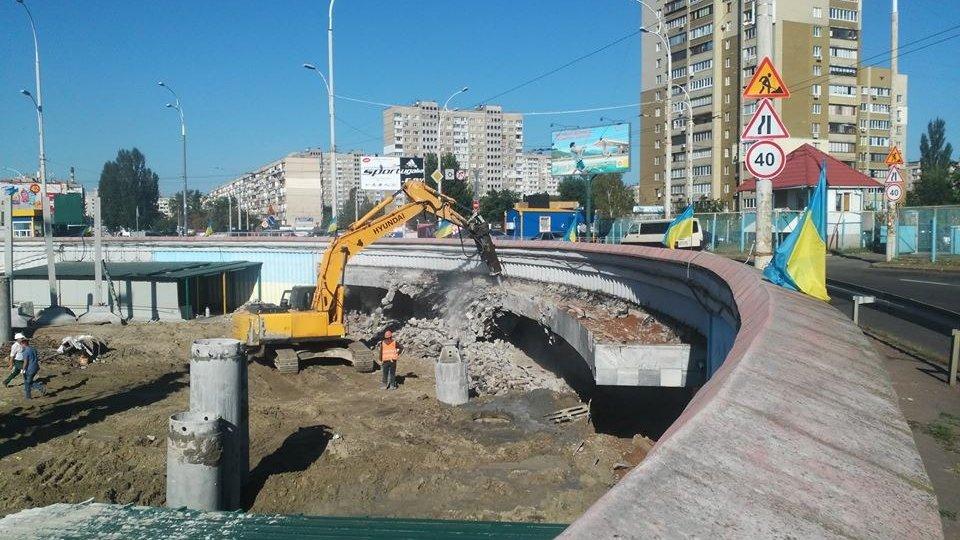 Станция «Героев Днепра» становится опасной для пассажиров: новые разрушения