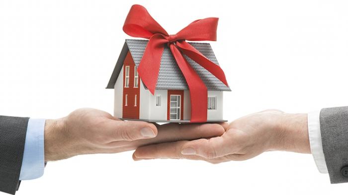 Как правильно подарить дом: особенности договора дарения недвижимости